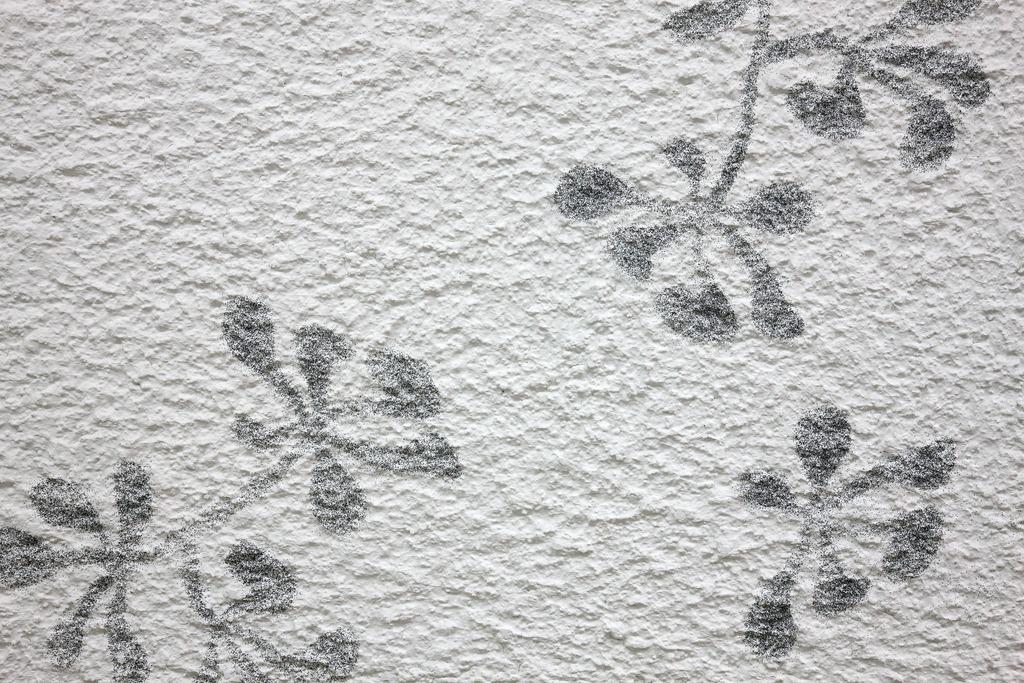 Festett mintás bevonat kül- és beltérben, szórt mintázat kontúrvágott stencillel